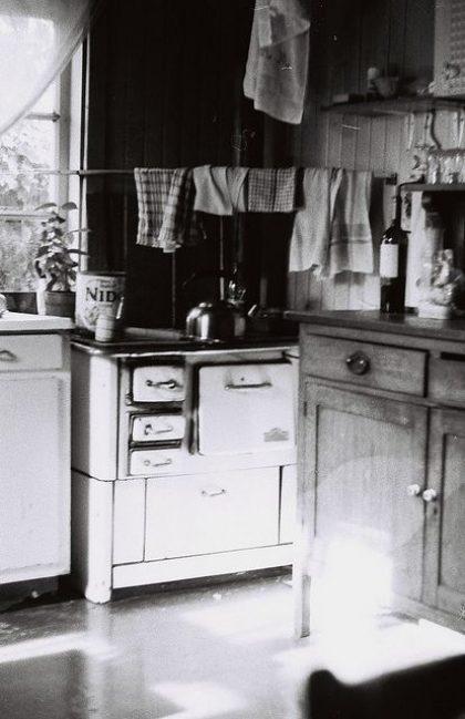איך עיצוב המטבח השתנה במהלך ה-100 השנים האחרונות