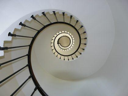 כך תבחרו מדרגות לבית